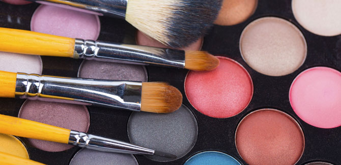 Sixty-and-Me---How-To-Apply-Your-Makeup-Like-A-Celebrity-Makeup-Artist