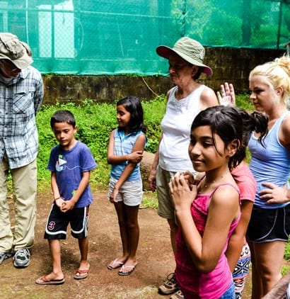 family volunteer vacations - discovercorps