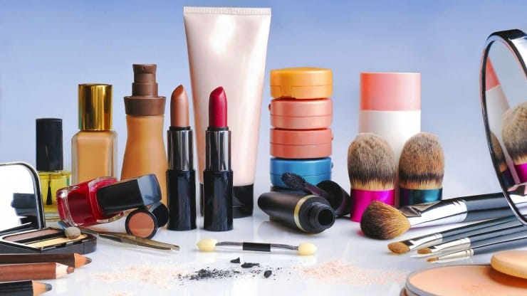 Who Sells the Best Makeup for Mature Skin_Which Products and Brands Do You Love