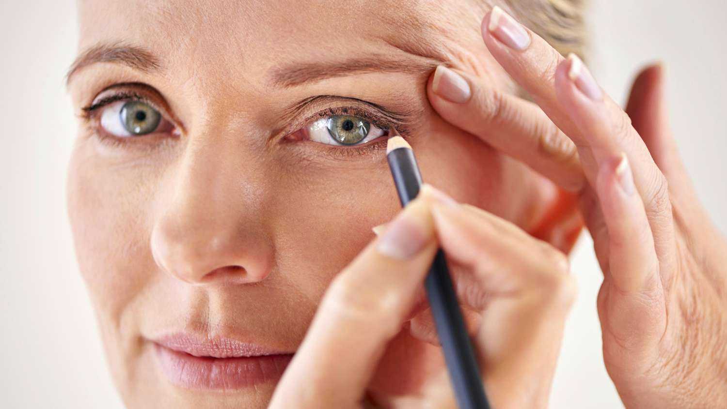 "Eye Makeup for Older Women: Application on ""Heavy Eyelids"" and"