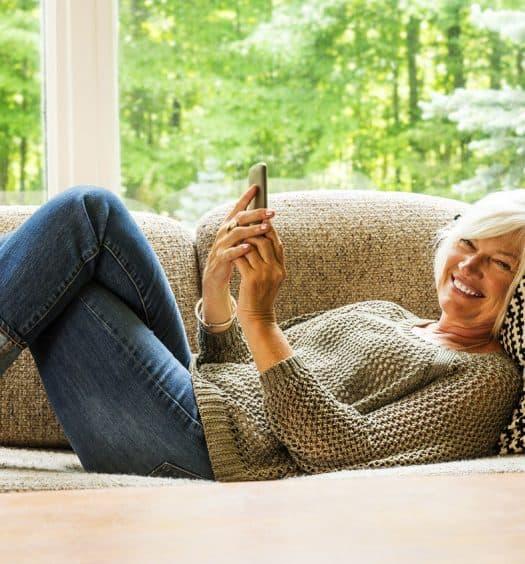 senior woman smartphone