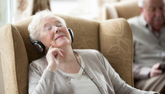 Caregiver Ideas: 5 Reasons to Consider Sharing Live Music with the Elderly