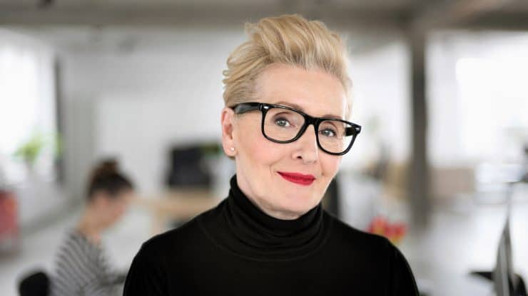 Makeup-Tips-for-Looking-Great-in-Glasses-in-Your-60s