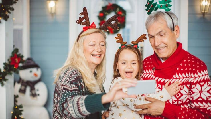 Holiday-Decorating-with-Your-Grandkids