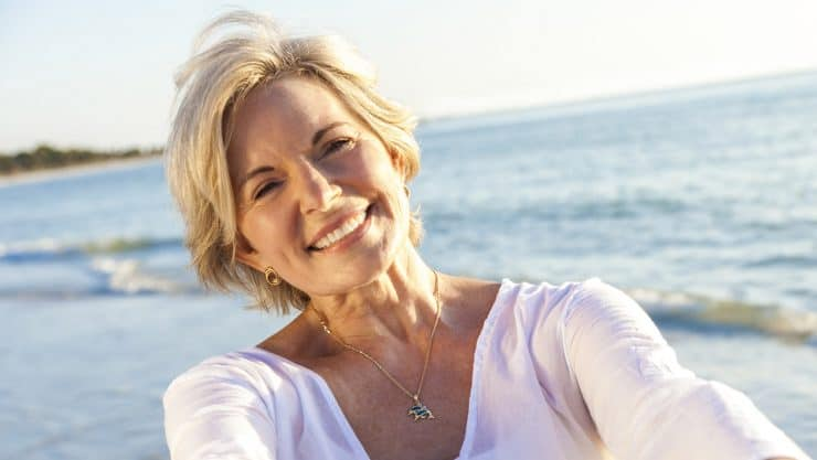 Tips-For-Combining-Makeup-For-Mature-Women-With-Sunscreen