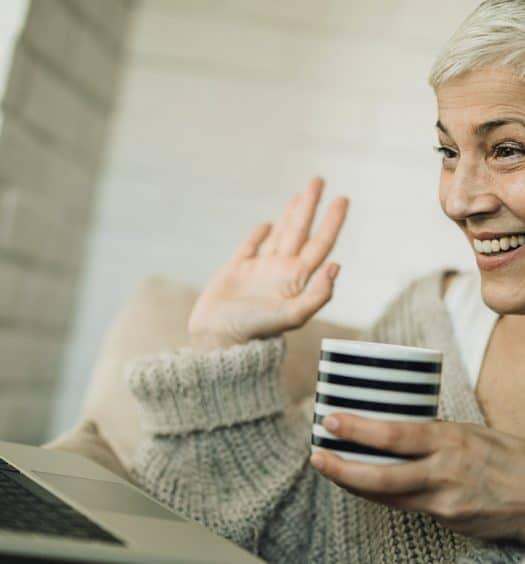 oomer-Women-Create-New-Friendships-Online-in-the-Tech-Age