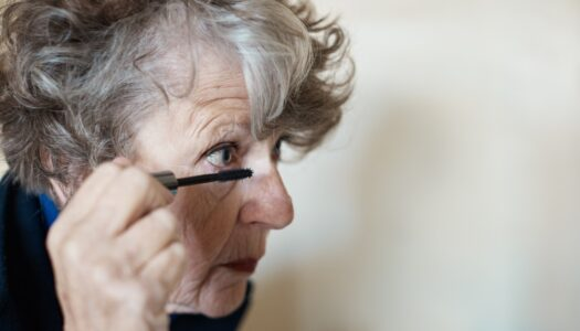 7 Ways Older Women Can Make Their Eyes Look Bigger and More Lifted (VIDEO)