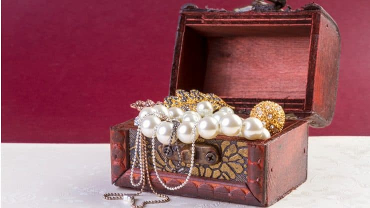 recognizing the value of jewelry